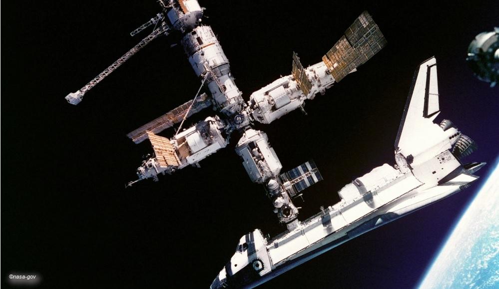 MIR mit Space Shuttle